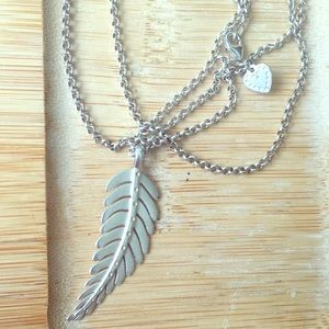 Stella & Dot long silver leaf necklace